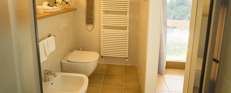 Bagno privato con doccia camera matrimoniale Il Follo